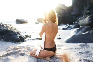 topless-girl-spray-tan